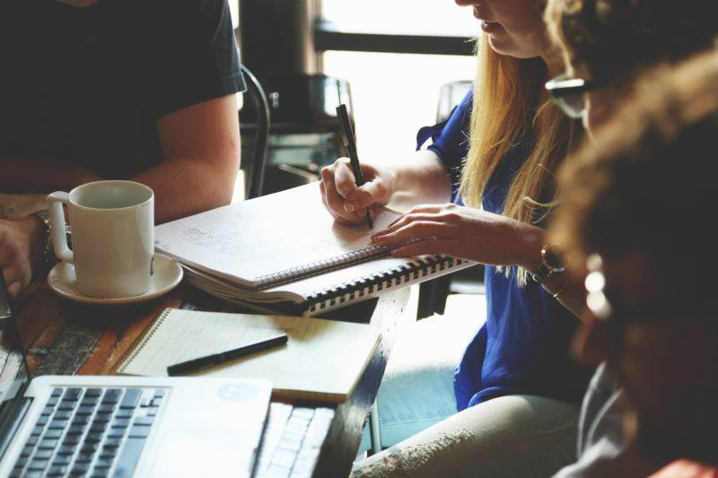 Gruppe schreibt zusammen